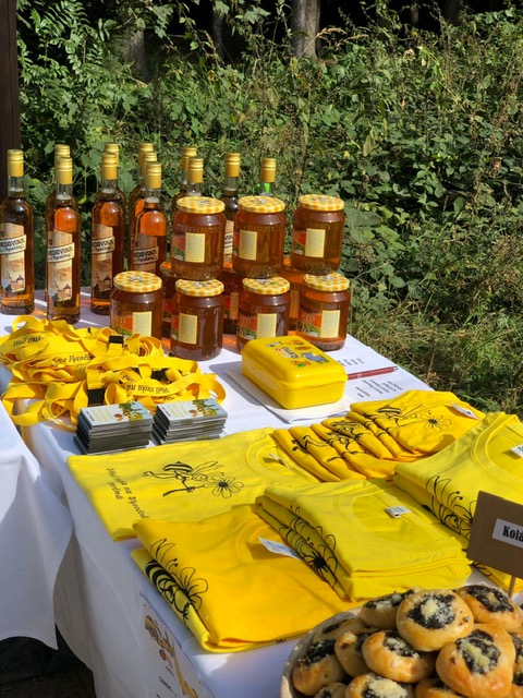 upomínkové předměty - včelí stezka